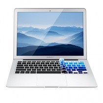 kwmobile protection de clavier QWERTY (US) robuste, fine en silicone pour Apple MacBook Air 13''/ Pro Retina 13''/ 15'' en bleu clair bleu foncé - protection effective contre saleté et usure